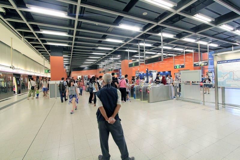 Download Po潜逃MTR驻地在香港 编辑类库存图片. 图片 包括有 方向, 布琼布拉, 扶手栏杆, 地铁, kowloon - 59111684