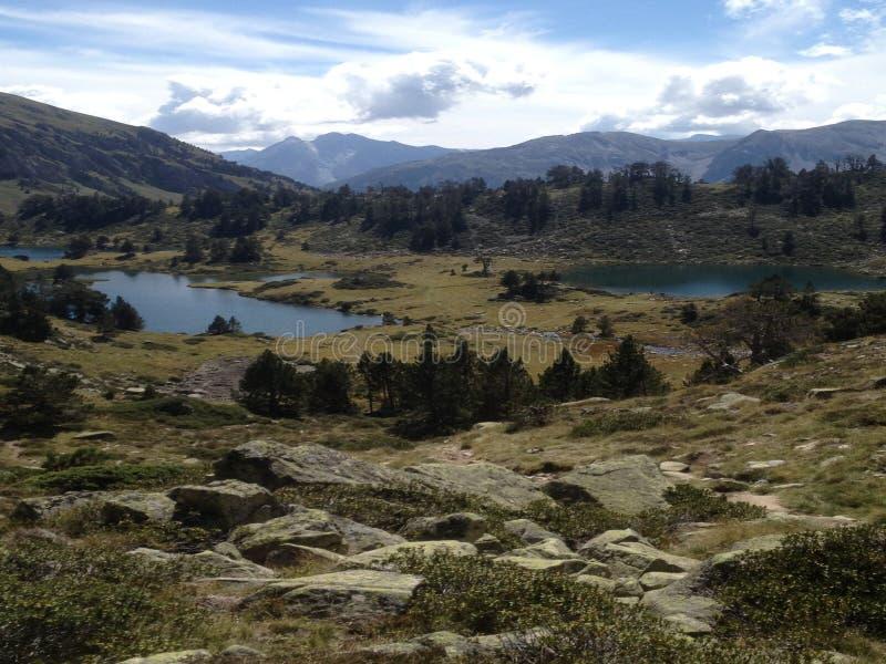 Po środku wysokich gór, viewsight trzy jeziora w rezerwie wysoki Pyrenees neouvielle Francja, obraz stock