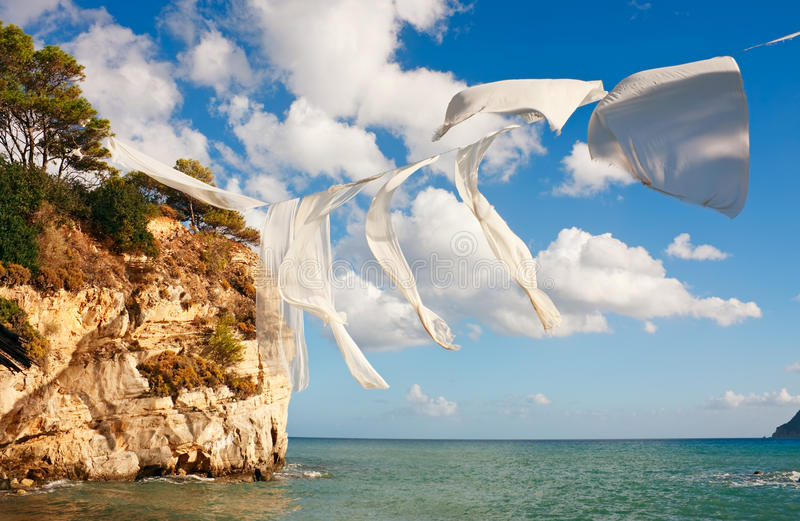 Download Pościel nad morzem zdjęcie stock. Obraz złożonej z woda - 21319734