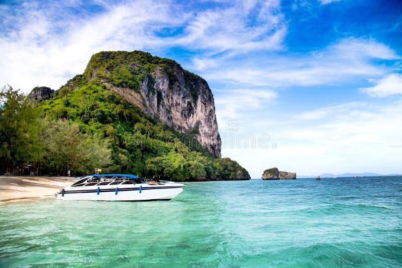 Po-da ö, Krabi landskap fotografering för bildbyråer