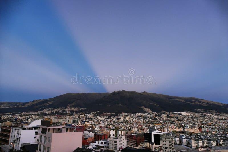 Po księżyc w pełni nad Quito Pichincha Ekwador zdjęcia royalty free