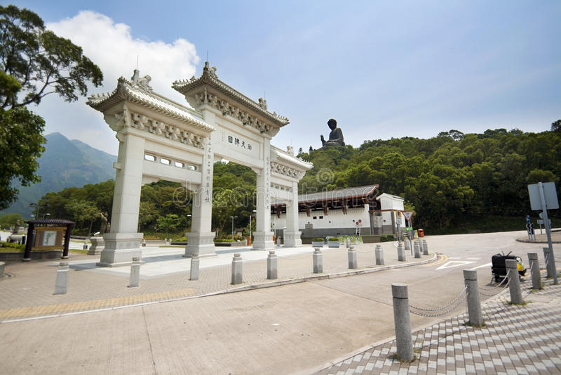 Po Lin Monastery na ilha de Lantau, Hong Kong, arco da entrada principal fotografia de stock
