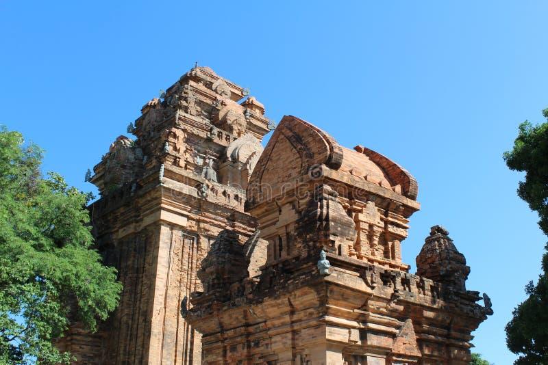 Po Nagar - Chamtempeltorn, forntida vietnamesisk tempel royaltyfri fotografi