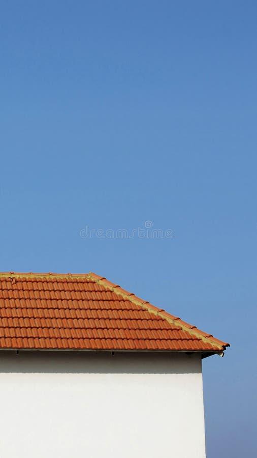 Download Połowa dom obraz stock. Obraz złożonej z housetop, glina - 2516629