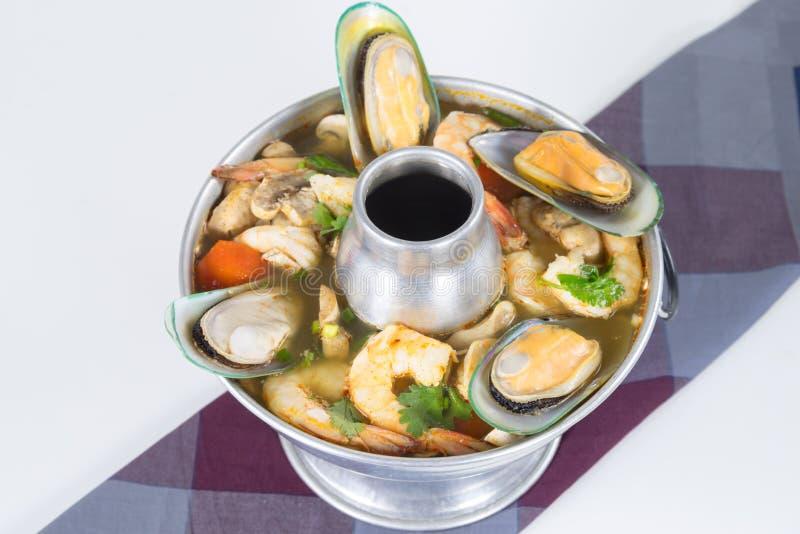 Po-Tak innehåller kryddig sur havs- soppa räka royaltyfri bild