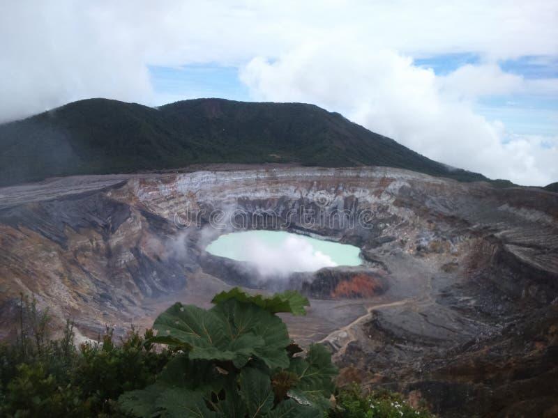 Poa Volcano Crater e laguna fotografia stock libera da diritti