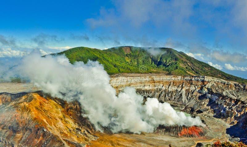 Poas Volcano Crater stock afbeeldingen
