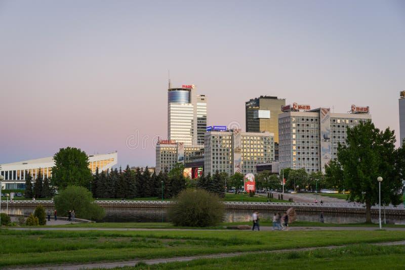 Pobediteley-Allee bei Sonnenuntergang, Minsk-Stadt, Weißrussland stockbild