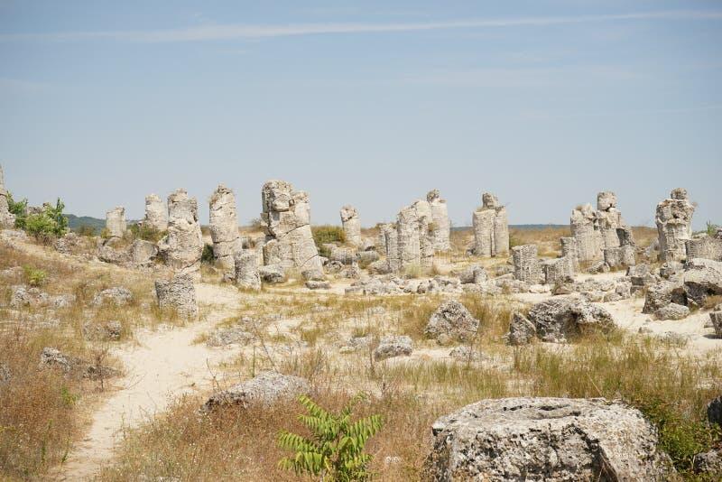Pobiti Kamani o deserto de pedra, a deserto-como o fenômeno da rocha situado em Bulgária foto de stock