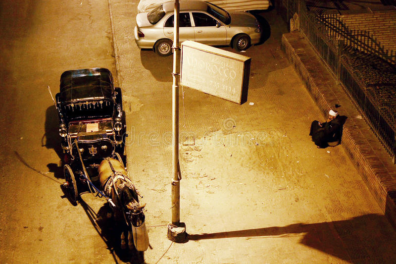 Pobre hombre en El Cairo en Egipto en África fotografía de archivo