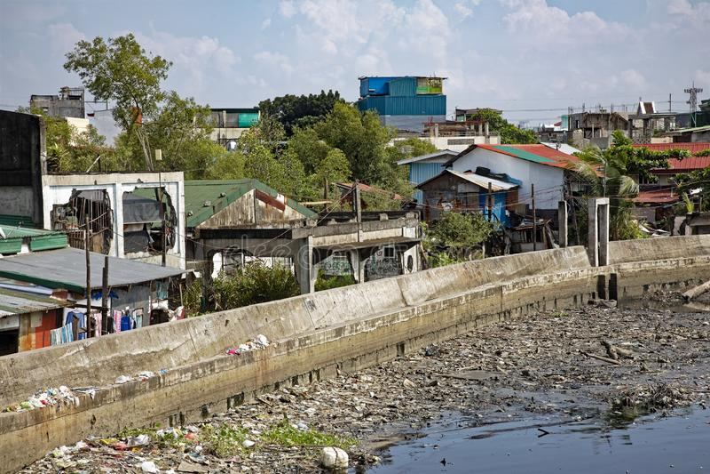 Pobreza nas ruas de Manila nas Filipinas imagem de stock royalty free