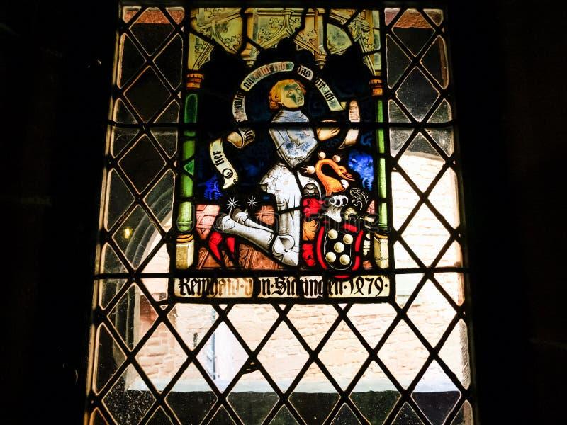 Pobrudzony okno w Górskiej chacie Du haut-Koenigsbourg obraz stock