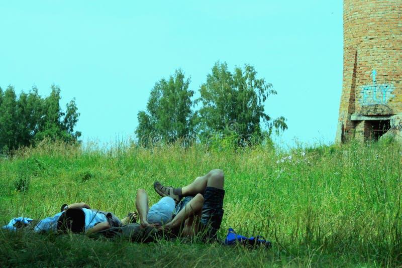 Pobyt na trawie fotografia stock
