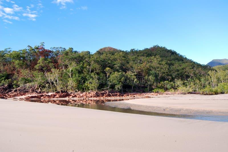 Poca bahía de Ramsay en la isla de Hinchinbrook imagenes de archivo