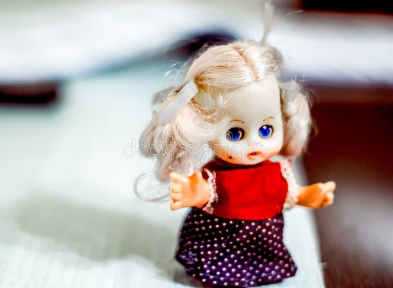 Poca bambola dall'infanzia fotografia stock libera da diritti