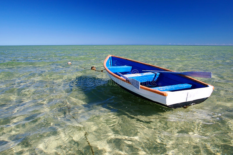 Poca barca blu fotografia stock