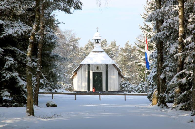 Poca capilla en el campo holandés del honor Loenen, Holanda foto de archivo