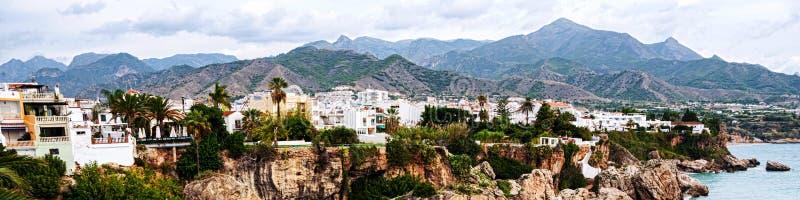 Poca ciudad turística Nerja en España foto de archivo
