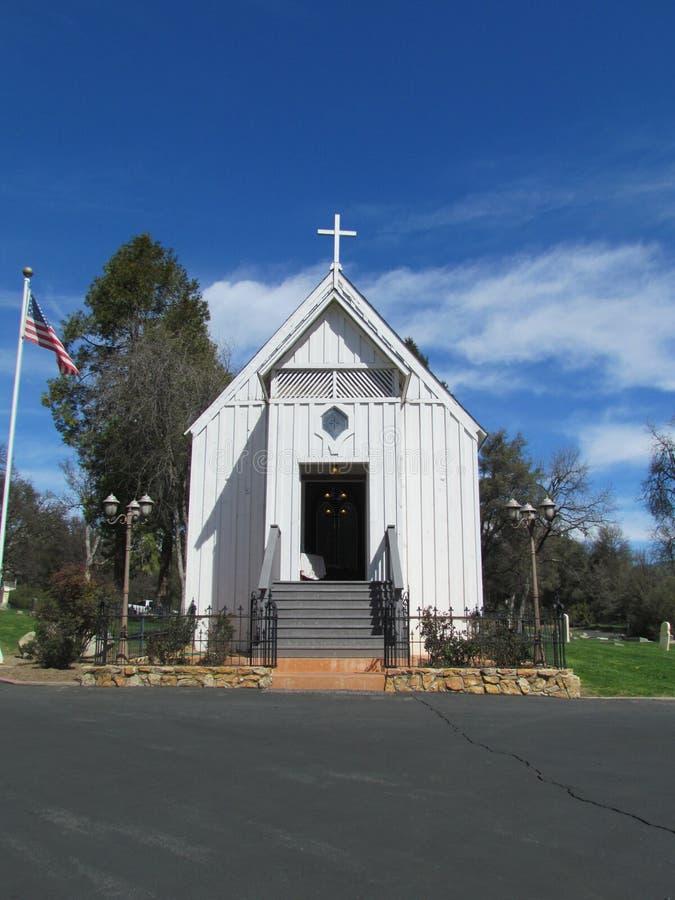 Poca iglesia blanca imágenes de archivo libres de regalías