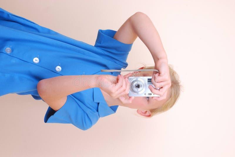 Poca muchacha de la escuela que toma cuadros foto de archivo libre de regalías