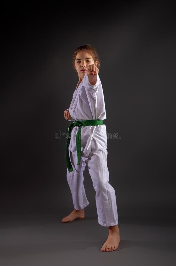 Poca ragazza di Karateka fotografie stock