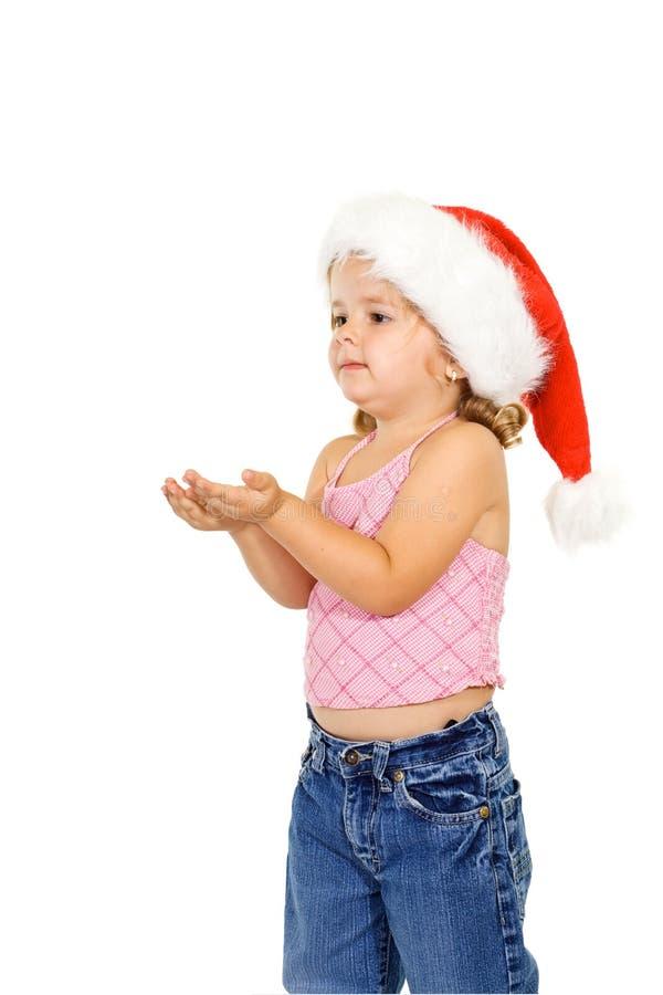 Poca ragazza di natale che tiene le sue mani in su fotografia stock libera da diritti