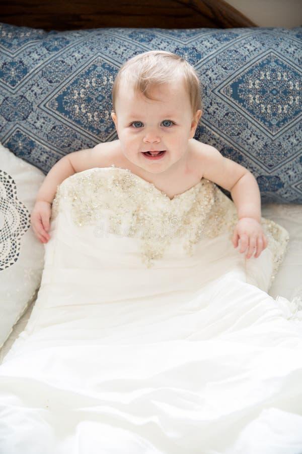Poca ragazza di nozze immagini stock libere da diritti