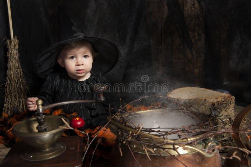 Poca strega di Halloween fotografia stock libera da diritti