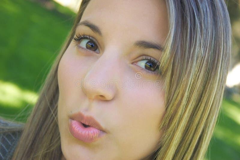 Download Pocałunek Podmuchowa Kobieta Obraz Stock - Obraz: 26691
