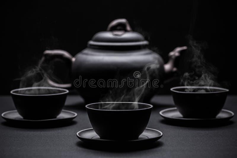 Pocas tazas de té negro foto de archivo libre de regalías