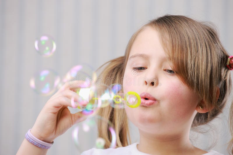 Poche bolle di salto del girll immagine stock libera da diritti