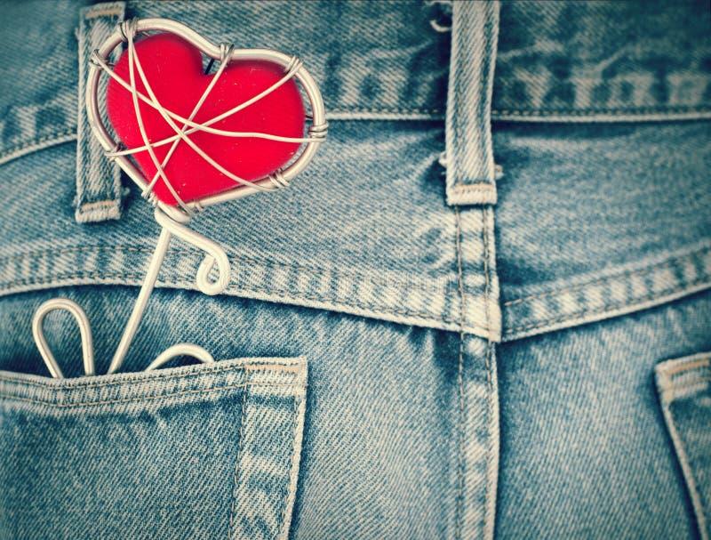 Poche de texture de blues-jean et coeur rouge, photos stock
