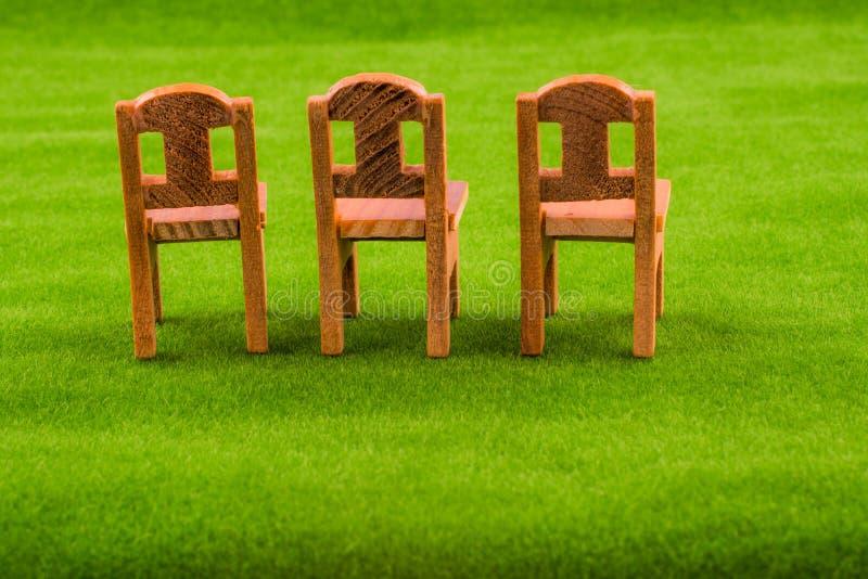 Poche sedie di legno di modello fotografie stock libere da diritti