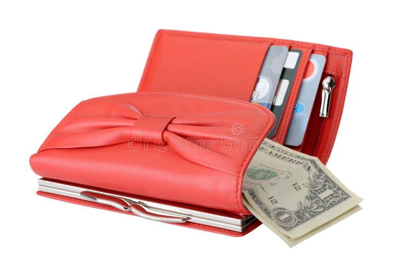 Pochette en cuir avec des dollars et par la carte de crédit rouges images stock