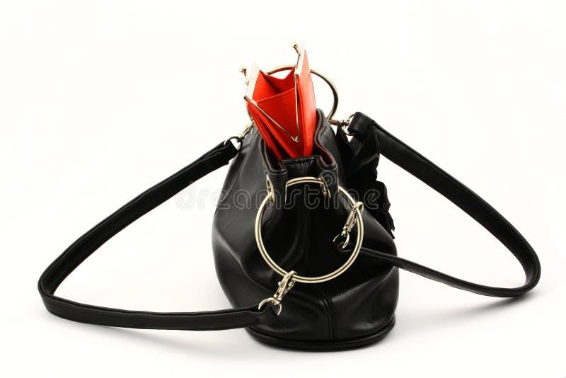 Pochette rouge dans le sac image libre de droits