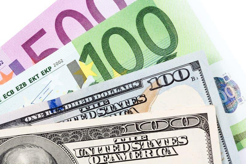 Pochi dollari e euro su fondo bianco immagine stock