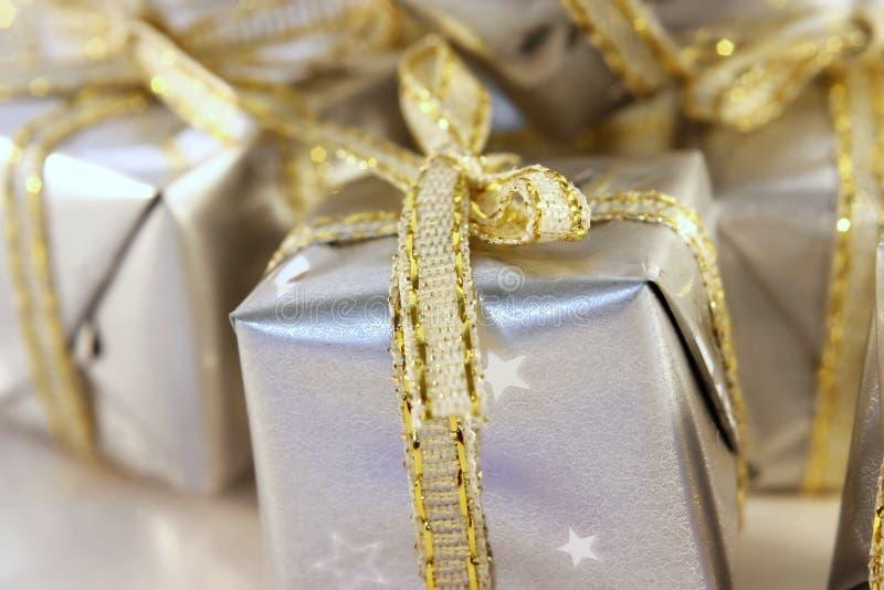Pochi regali d'argento 1 fotografie stock libere da diritti