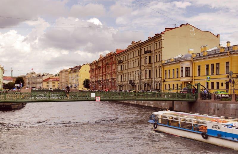 Pochtamtskybrug over de Moyka-rivier royalty-vrije stock afbeeldingen