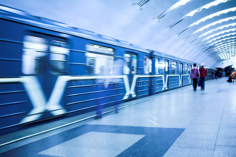 pociąg czeka tłum obraz royalty free