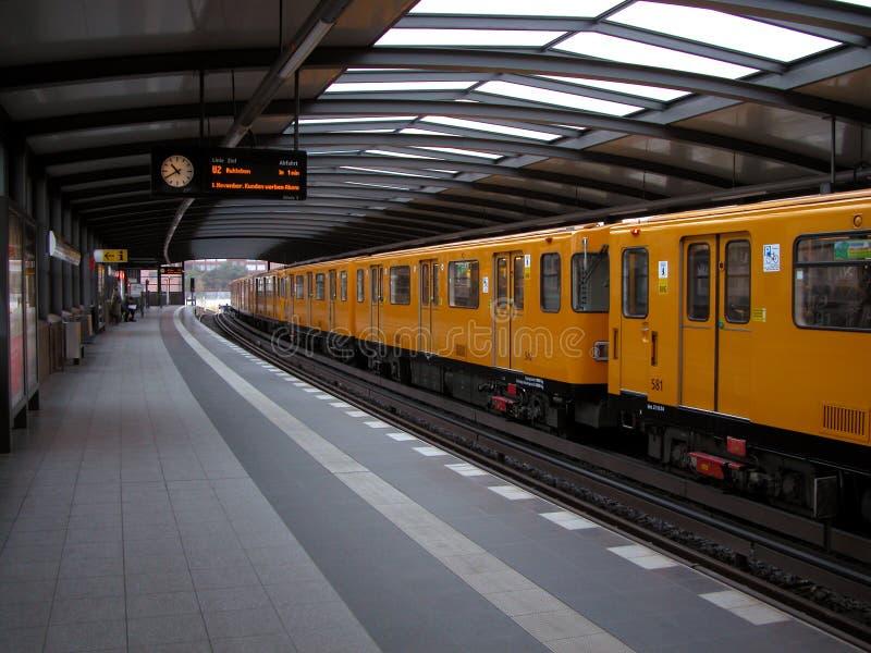 pociąg do stacji obraz royalty free