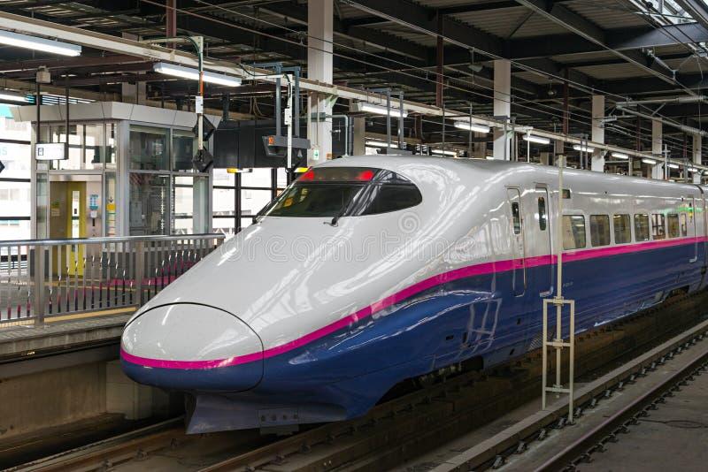 Pociąg E2 serii pociska Szybkościowego lub Shinkansen () obraz stock