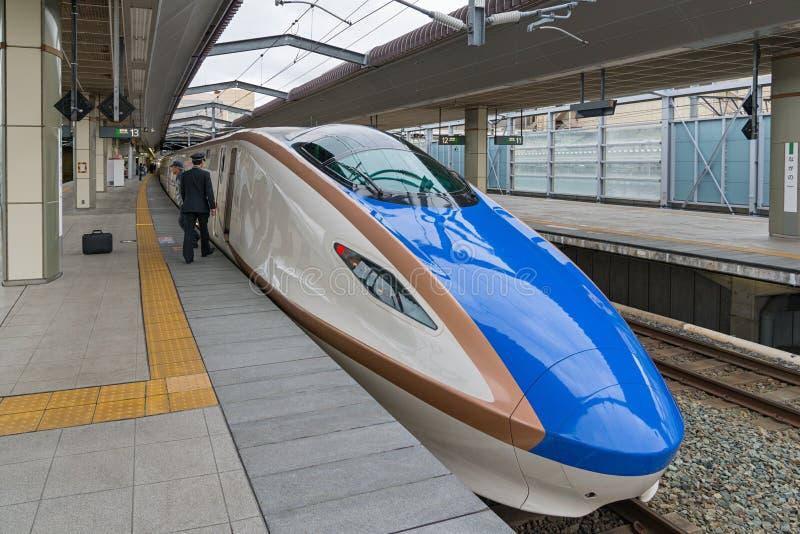 POCIĄG E7/W7 serii pociska Szybkościowego lub Shinkansen () zdjęcia stock