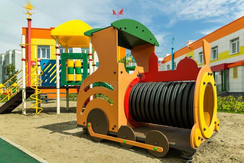 Pociąg na boisku dla dzieci obraz stock