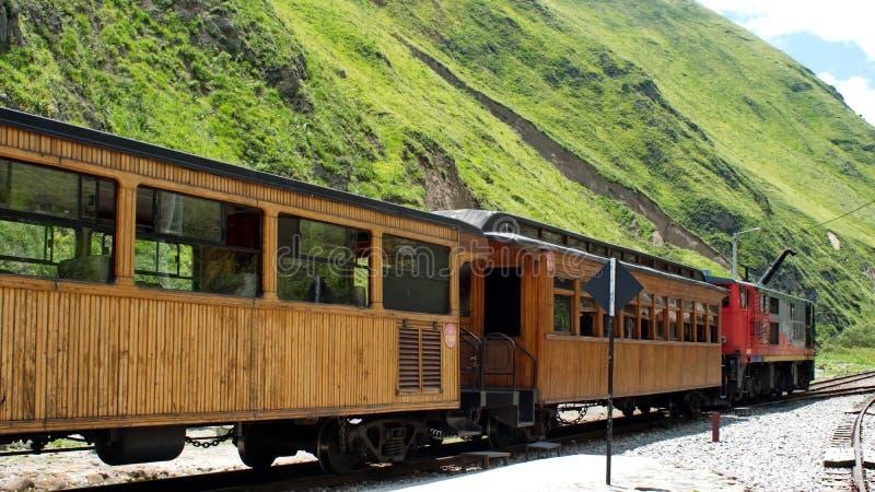 Pociąg na diabła nosa linii kolejowej zdjęcie stock