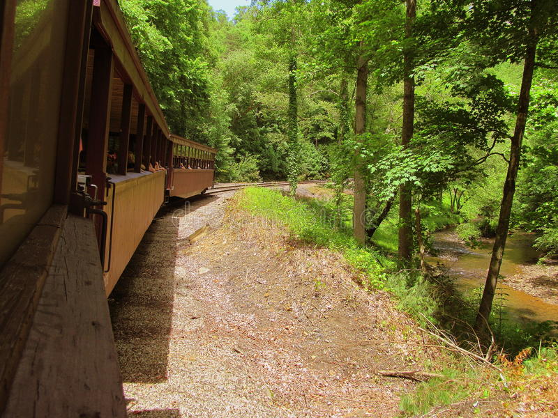 Pociąg sceniczna przejażdżka zdjęcia royalty free