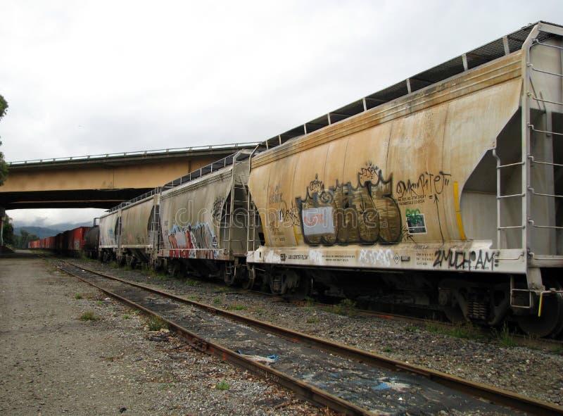 Pociąg towarowy na śladach obrazy royalty free