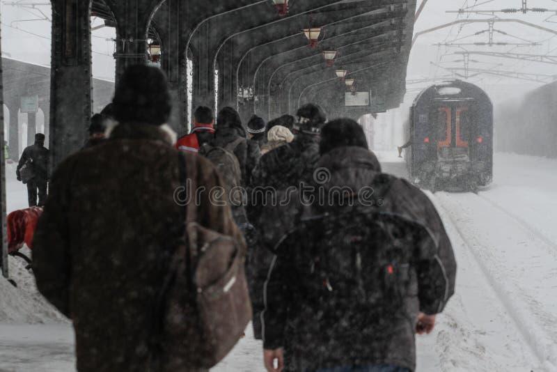 Pociągi opóźniający podczas zimy obrazy royalty free