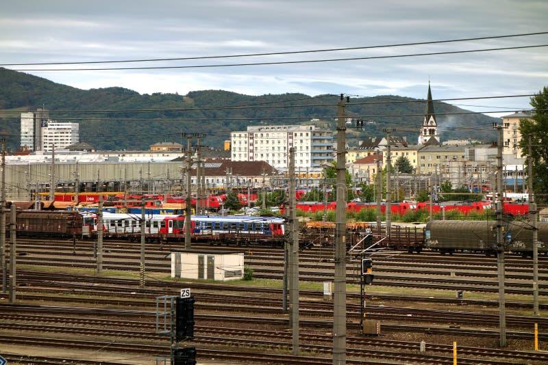 Pociągi przy Osterreichische BUndesbahnen, Linz, Austria zdjęcie royalty free