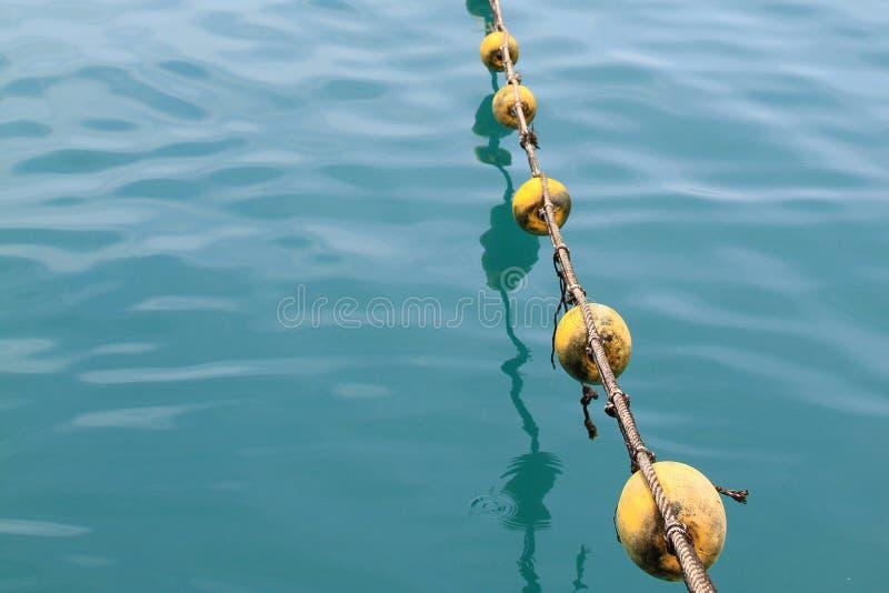 Pociesza błękitnego morze i zgłębia zdjęcie stock