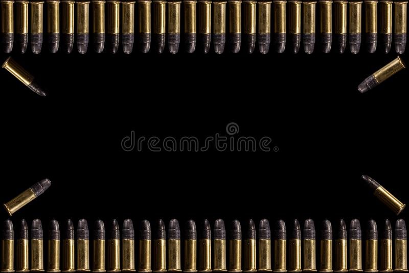 Pociski i skorupa pociski na białym tle Grupa 9mm pociski dla pistoletu odizolowywającego na czarnym tle Amunicje na bielu zdjęcie royalty free